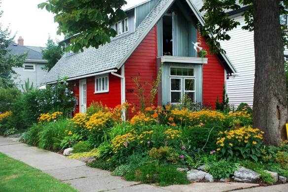 Garden Walk Buffalo Cottage District 5